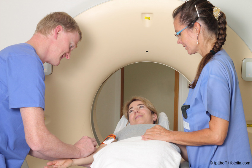 Radiologist administering contrast agent for MRI ©potthoff / fotolia.com