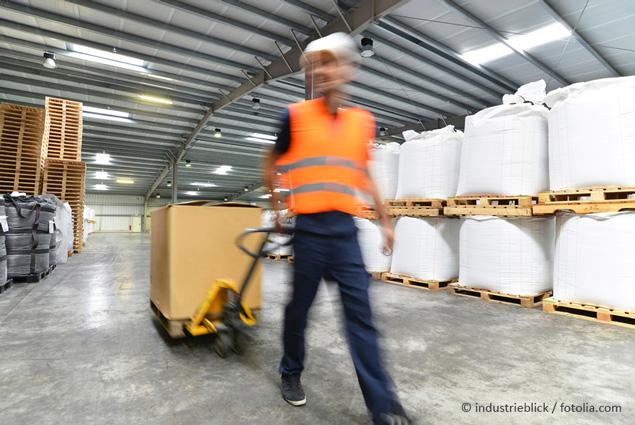 Arbeiter im Warenlager ©industrieblick/fotolia.com